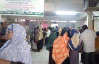 গৌরনদী উপজেলা স্বাস্থ্য কমপ্লেক্স চিকিৎসক সংকট \   রোগেিদর ভোগান্তি