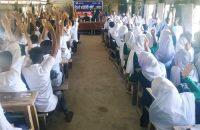 আগৈলঝাড়ায় ইভটিজিং ও মাদককে না   বলতে শিক্ষার্থীদের শপথ