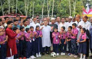 আগৈলঝাড়ায় শহীদ আব্দুর রব সেরনিয়াবাত   স্মৃতি ফুটবল টুর্নামেন্টের উদ্বোধন