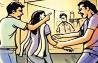 গৌরনদীতে উত্যক্তের প্রতিবাদ স্কুল ছাত্রীর উপর  সন্ত্রাসী হামলা, মা-চাচিকে কুপিয়ে জখম