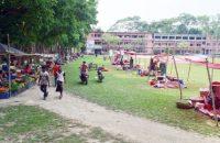 গৌরনদী-আগৈলঝাড়া স্কুল-কলেজ মাঠে সামাজিক দুরত্ব রেখে হাট বাজার