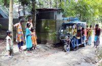 গৌরনদীতে আধা কিলোমিটর কর্দমাক্ত সড়ক, ৪ গ্রামের মানুষের দূর্ভোগ